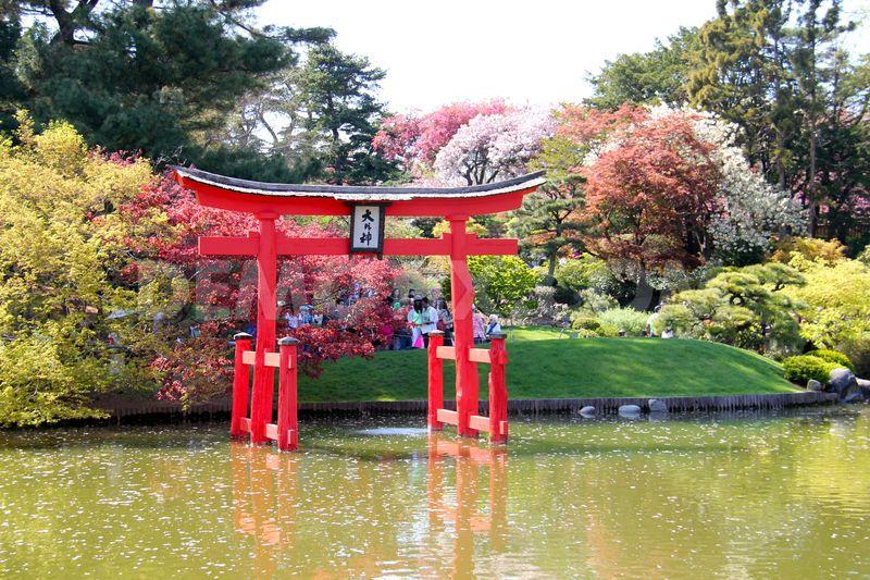 1367126546-thousands-attend-2013-sakura-matsuri-in-brooklyn-_2001032