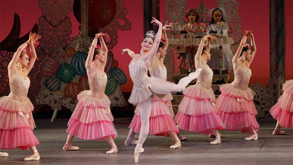 Ashley-Bouder-and-the-New-York-City-Ballet-in-George-Balanchines-THE-NUTCRACKER_Paul-Kolnik
