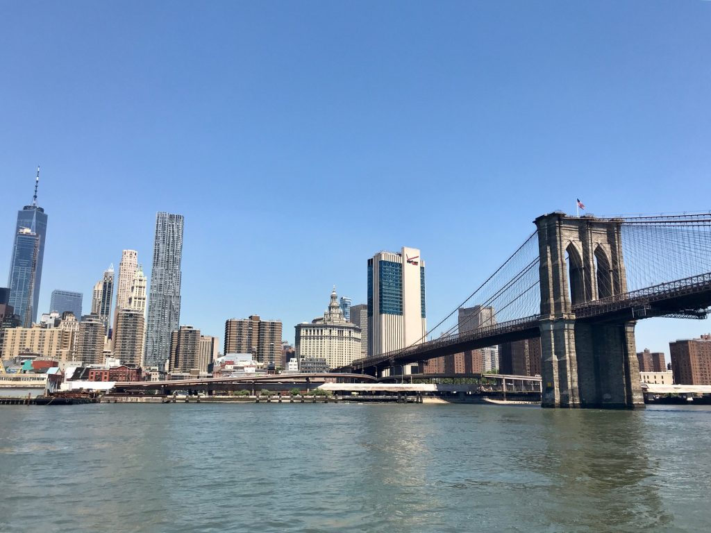 East River e a Brooklyn Bridge